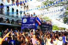 Bangkok THAILAND - Maj 19, 2016: Den Leicester staden ankommer i Bangkok till hjältar på den Sukhumvit vägen i Maj 19, 2016 bangk Arkivfoton