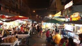 Bangkok Thailand - Maj 3, 2018: Folk som äter middag och jäktar runt om den Kina staden av Bangkok arkivfilmer
