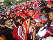 Bangkok Thailand - 03 14 2010 Maj Gen Khattiya Sawasdipol, wijd als is zij wordt bekend Daeng aanwezig bij een Rood Overhemdenpro Stock Afbeelding