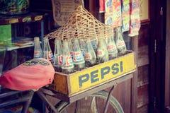Bangkok Thailand - Maj 7, 2017: Retro stil för tappning av Pepsi bo royaltyfri foto