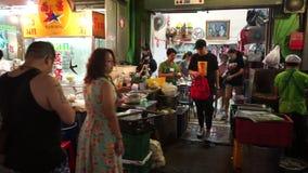 Bangkok Thailand - Maj 3, 2018: Sikt av den Kina staden i Bangkok Folk som äter middag i området Det finns lotter av shoppar, och arkivfilmer
