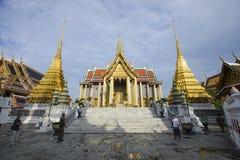 Bangkok Thailand - Maj 29, 2018: Turist på den storslagna slotten Arkivbilder