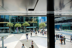 BANGKOK, THAILAND, MARCH 28, 2013 Shoppers visit royalty free stock photography