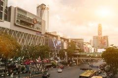 BANGKOK THAILAND - MARS 18, 2017: Centralworld är det störst arkivfoto