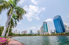 BANGKOK THAILAND - mars, 12 2016: Cityscapesikt av byggnader Fotografering för Bildbyråer