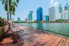 BANGKOK THAILAND - mars, 12 2016: Cityscapesikt av byggnader Arkivfoto