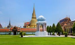 Bangkok Thailand, mars 2013 den storslagna slotten, Wat prakaew fotografering för bildbyråer