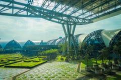 BANGKOK THAILAND - MARS 15, 2018: Den utomhus- sikten av att koppla av parkerar lokaliserat på den Suvarnabhumi flygplatsen är vä Arkivbild