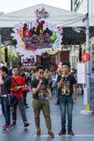 Duoemcee i den 2nd utmaningen för musikbandstridkonsert i Bangkok Fotografering för Bildbyråer