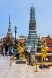 Bangkok Thailand, mars 2013 kaew f?r den storslagna slott-, Wat praen med skulpturer och detaljerade prydnader royaltyfri bild
