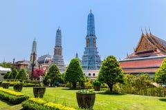 Bangkok Thailand, mars 2013 kaew f?r den storslagna slott-, Wat praen med skulpturer och detaljerade prydnader arkivbild