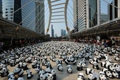Bangkok Thailand - mars 8, 2016: läger för 1600 pappersMache pandor Arkivfoton