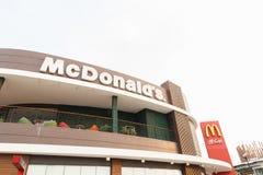 BANGKOK THAILAND - mars 10: McDonald's restaurang på mars 10 Fotografering för Bildbyråer
