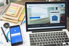 BANGKOK THAILAND - mars 05, 2017: Paypal webbsidor på bärbar datorskärmen är en populär och internationell metod av pengaröverför Royaltyfria Foton