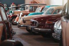 BANGKOK THAILAND - MARS 1, 2017: retro bilar för tappning som parkerar i Jesada bilmuseum Arkivfoto