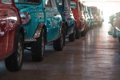 BANGKOK THAILAND - MARS 1, 2017: retro bilar för tappning som parkerar i Jesada bilmuseum Arkivfoton