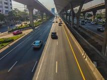 Bangkok Thailand - mars 14, 2017: Trafikflöde på gatan I Royaltyfri Foto
