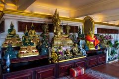 Bangkok Thailand, marscherar 2013 templet av den guld- monteringen, populär turist- dragning i Asien arkivfoton