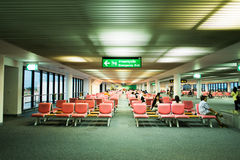 16 bangkok/thailand-MEI: Niet geïdentificeerde passagiers in het wachten Stock Afbeelding