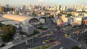 Bangkok, Thailand - Mei 15.2018: Van de tijd-tijdspanne de weg dagjam in hualumpongpost, het Station van Bangkok of Hua Lamphong  stock videobeelden