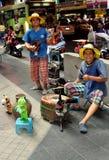 Bangkok Thailand: Musiker på den Silom vägen Royaltyfria Bilder
