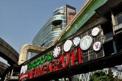 Bangkok, Thailand: Neues Jahr-Zeichen auf BTS Skywalk Stockbilder