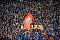 BANGKOK THAILAND NOV12: 2015 nicht identifizierte Fans Thailand-Unterstützung Lizenzfreie Stockfotografie