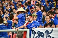 BANGKOK THAILAND NOV12: 2015 nicht identifizierte Fans Thailand-Unterstützung Stockfotografie
