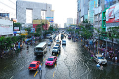 BANGKOK, THAILAND - NOVEMBER 04. Heavy flooding from monsoon rain in Ayutthaya and north Thailand arriving in Bangkok on November 04,2011 Bangkok, Thailand Stock Photography