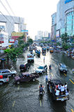 BANGKOK, THAILAND - NOVEMBER 04. Heavy flooding from monsoon rain in Ayutthaya and north Thailand arriving in Bangkok on November 04,2011 Bangkok, Thailand Royalty Free Stock Photos