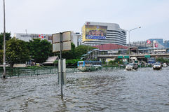 BANGKOK, THAILAND - NOVEMBER 05. Heavy flooding from monsoon rain in Ayutthaya and north Thailand arriving in Bangkok on November 05,2011 Bangkok, Thailand,At Royalty Free Stock Photography
