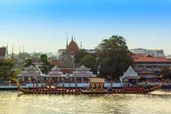 BANGKOK THAILAND - NOVEMBER 6: Thailändsk kunglig pråm Fotografering för Bildbyråer