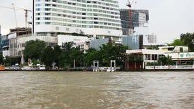 BANGKOK, THAILAND - 15. November 2017: Ansicht der Stadt vom Boot Das Haus auf Stelzen stock footage