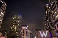 Bangkok, 21 Thailand-November: De mooie moderne scène van de binnenstad van de gebouwennacht, 21,2017 November in Bangkok Thailan Stock Fotografie