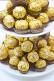 BANGKOK THAILAND - 15. November 2017: Ein Kasten Schokoladen Ferrero Rocher Seit 1982 besteht die Süßigkeit aus einem Ganzes gebr Lizenzfreies Stockfoto