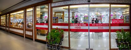 BANGKOK THAILAND - NOVEMBER 07: Foodland supermarket i Victori Royaltyfria Bilder