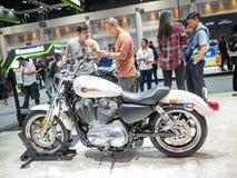 Bangkok, Thailand - 30. November 2018: Harley-Davidson Motorcycle und Zusatz an Bewegungsausstellung 2018 Thailands international stockfotografie