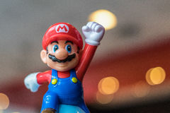 BANGKOK, THAILAND - 26. NOVEMBER 2016: Mario Plastic Toy von McDonald Lizenzfreies Stockbild