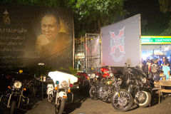 Bangkok, Thailand - 22. November 2014: Motorycles richtete nahe aus Stockbilder