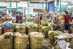 BANGKOK THAILAND - NOVEMBER 07, 2015: Oidentifierat folktrans. Fotografering för Bildbyråer