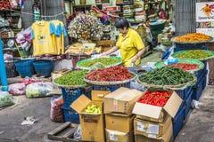 BANGKOK THAILAND - NOVEMBER 07, 2015: Oidentifierat folktrans. Royaltyfri Fotografi