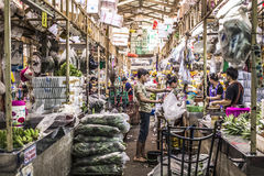 BANGKOK THAILAND - NOVEMBER 07, 2015: Oidentifierat folktrans. Royaltyfria Foton
