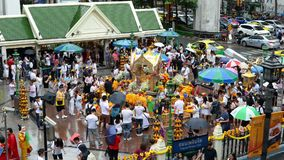 Bangkok, Thailand - November 2, 2018 : Time lapse of people at Erawan Shrine a famous place for worship Hindu god.  stock video