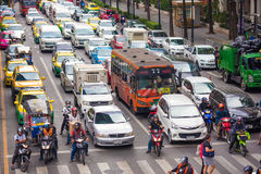 BANGKOK, THAILAND - NOVEMBER 28, 2016 : Vehicles motorcycle, bus, car and taxi wait for a green light at intersection with cross Royalty Free Stock Photography