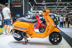 Bangkok, Thailand - 30. November 2018: Vespamotorrad und -zusatz an Bewegungsausstellung 2018 Thailands internationaler BEWEGUNGS stockfotos