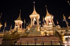 Bangkok, Thailand - 4. November 2017: Viele Touristen im königlichen Krematorium für König Bhumibol Adulyadej Lizenzfreie Stockfotografie