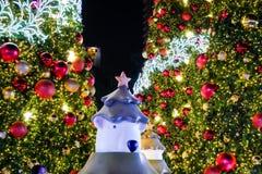 BANGKOK, THAILAND - NOVEMBER 21, 2017: Vrolijke Kerstmis en Gelukkig Royalty-vrije Stock Foto's