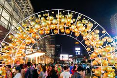 BANGKOK, THAILAND - NOVEMBER 21, 2017: Vrolijke Kerstmis en Gelukkig Royalty-vrije Stock Foto
