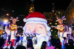 BANGKOK, THAILAND - NOVEMBER 21, 2017: Vrolijke Kerstmis en Gelukkig Stock Fotografie