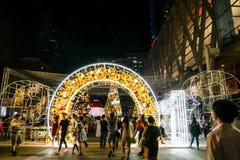 BANGKOK, THAILAND - NOVEMBER 21, 2017: Vrolijke Kerstmis en Gelukkig Royalty-vrije Stock Fotografie